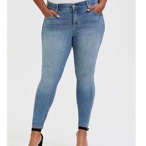 👖Torrid 20T Bombshell Skinny Jean Premium Stretch